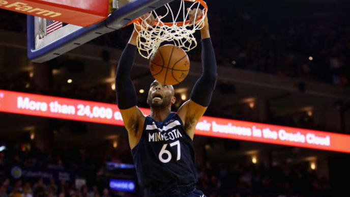 OAKLAND, CA - NOVEMBER 08:  Taj Gibson #67 of the Minnesota Timberwolves dunks against the Golden State Warriors at ORACLE Arena on November 8, 2017 in Oakland, California. NOTE TO USER: User expressly acknowledges and agrees that, by downloading and or using this photograph, User is consenting to the terms and conditions of the Getty Images License Agreement.  (Photo by Ezra Shaw/Getty Images)