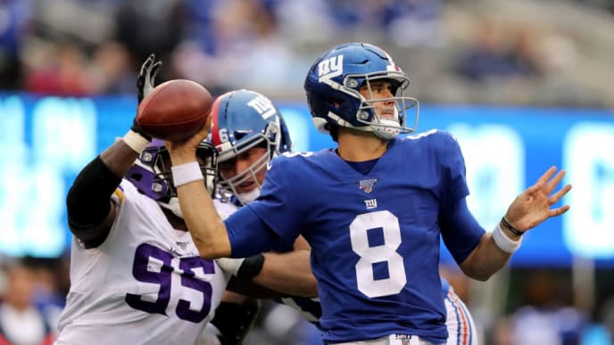 EAST RUTHERFORD, NEW JERSEY - OCTOBER 06:  Daniel Jones #8 of the New York Giants is pressured by Ifeadi Odenigbo #95 of the Minnesota Vikings in the fourth quarter at MetLife Stadium on October 06, 2019 in East Rutherford, New Jersey. (Photo by Elsa/Getty Images)