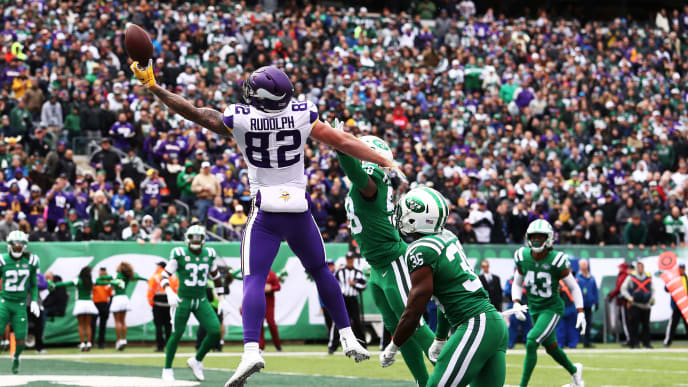 EAST RUTHERFORD, NJ - OCTOBER 21:  Kyle Rudolph #82 of the Minnesota Vikings cannot catch the ball in the end zone against the New York Jets during their game at MetLife Stadium on October 21, 2018 in East Rutherford, New Jersey.  (Photo by Al Bello/Getty Images)