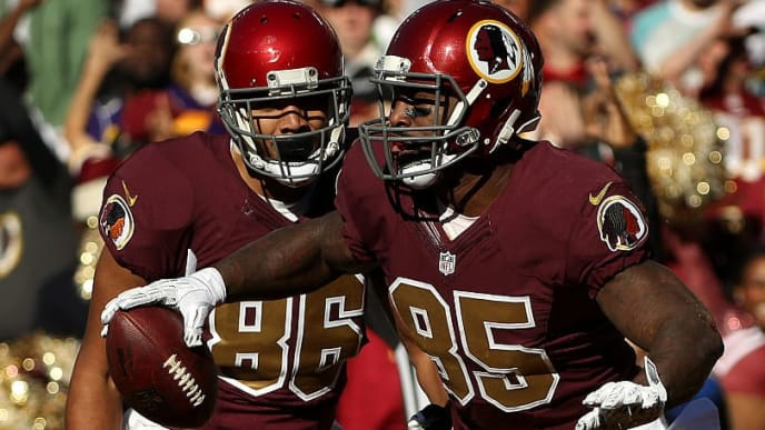 LANDOVER, MD - NOVEMBER 13: Tight end Vernon Davis #85 of the Washington Redskins celebrates with teammate tight end Jordan Reed #86 after scoring a second quarter touchdown against the Minnesota Vikings at FedExField on November 13, 2016 in Landover, Maryland. (Photo by Patrick Smith/Getty Images)