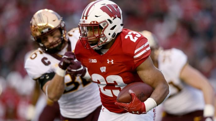 MADISON, WISCONSIN - NOVEMBER 24:  Jonathan Taylor #23 of the Wisconsin Badgers runs with the ball while being chased by Blake Cashman #36 of the Minnesota Golden Gophers in the first quarter at Camp Randall Stadium on November 24, 2018 in Madison, Wisconsin. (Photo by Dylan Buell/Getty Images)