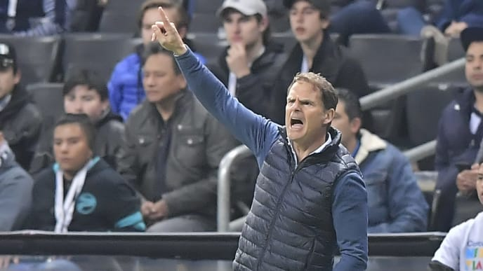 MONTERREY, MEXICO - MARCH 06: Frank De Boer, coach of Atlanta United, gives instructions during the quarterfinals first leg match between Monterrey and Atlanta United as part of the CONCACAF Champions League 2019 at BBVA Bancomer Stadium on March 06, 2019 in Monterrey, Mexico. (Photo by Azael Rodriguez/Getty Images)