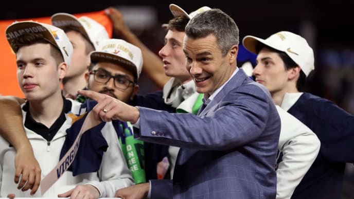 MINNEAPOLIS, MINNESOTA - APRIL 08:  Head coach Tony Bennett of the Virginia Cavaliers celebrates with his team after the 85-77 win over the Texas Tech Red Raiders in the 2019 NCAA men's Final Four National Championship game at U.S. Bank Stadium on April 08, 2019 in Minneapolis, Minnesota. (Photo by Streeter Lecka/Getty Images)