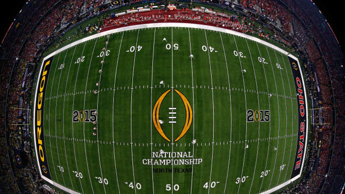 ARLINGTON, TX - JANUARY 12:  The Ohio State Buckeyes kick off to the Oregon Ducks during the College Football Playoff National Championship Game at AT&T Stadium on January 12, 2015 in Arlington, Texas.  (Photo by Tom Pennington/Getty Images)