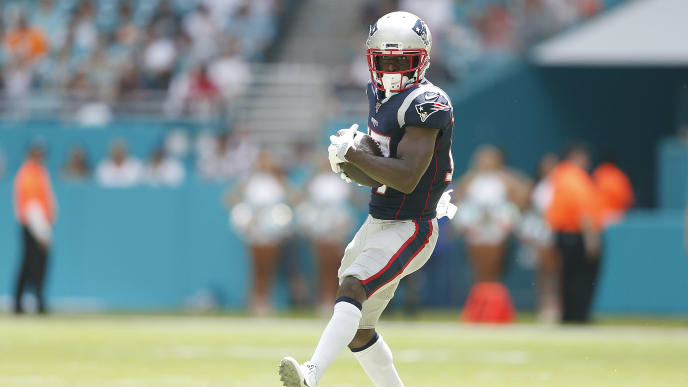 MIAMI, FLORIDA - SEPTEMBER 15:  Antonio Brown #17 of the New England Patriots makes a catch against the Miami Dolphins during the first quarter at Hard Rock Stadium on September 15, 2019 in Miami, Florida. (Photo by Michael Reaves/Getty Images)