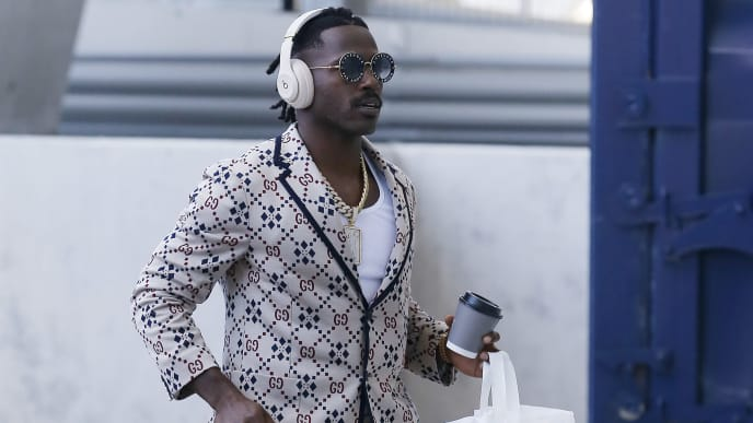 MIAMI, FLORIDA - SEPTEMBER 15: Antonio Brown #17 of the New England Patriots arrives to Hard Rock Stadium prior to the game between the Miami Dolphins and the New England Patriots on September 15, 2019 in Miami, Florida. (Photo by Michael Reaves/Getty Images)