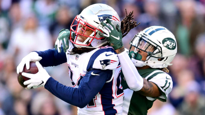 EAST RUTHERFORD, NEW JERSEY - NOVEMBER 25: Stephon Gilmore #24 of the New England Patriots intercepts a pass intended for Robby Anderson #11 of the New York Jets during the second quarter at MetLife Stadium on November 25, 2018 in East Rutherford, New Jersey. (Photo by Sarah Stier/Getty Images)