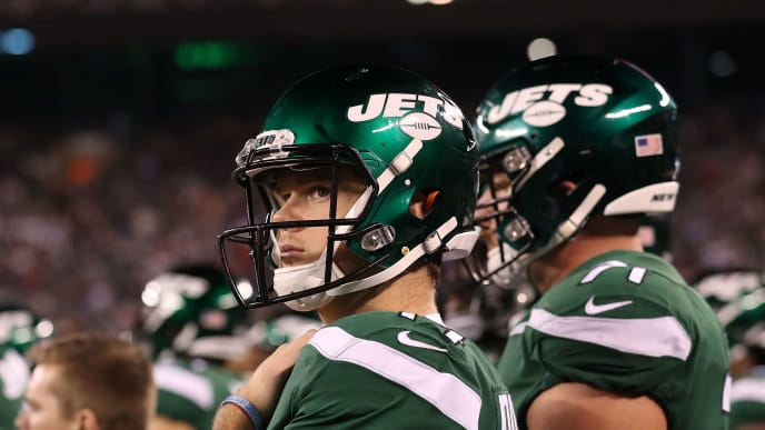 EAST RUTHERFORD, NEW JERSEY - OCTOBER 21:  Sam Darnold #14 of the New York Jets looks on during a 33-0 loss against the New England Patriots during their game at MetLife Stadium on October 21, 2019 in East Rutherford, New Jersey. (Photo by Al Bello/Getty Images)