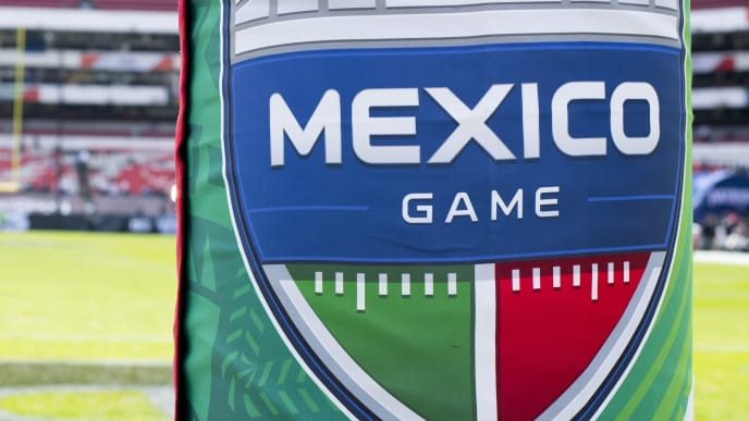 MEXICO CITY, MEXICO - NOVEMBER 19: The New England Patriots take on the Oakland Raiders at Estadio Azteca on November 19, 2017 in Mexico City, Mexico. (Photo by Jamie Schwaberow/Getty Images)