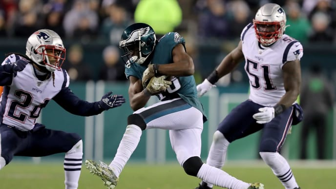 PHILADELPHIA, PENNSYLVANIA - NOVEMBER 17:  Nelson Agholor #13 of the Philadelphia Eagles makes a catch as Ja'Whaun Bentley #51 and Jordan Howard #24 of the New England Patriots defend at Lincoln Financial Field on November 17, 2019 in Philadelphia, Pennsylvania.The New England Patriots defeated the Philadelphia Eagles 17-10. (Photo by Elsa/Getty Images)