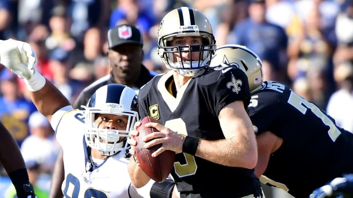 LOS ANGELES, CA - NOVEMBER 26:  Drew Brees #9 of the New Orleans Saints looks down field in the first quarter during the game against the Los Angeles Rams at the Los Angeles Memorial Coliseum on November 26, 2017 in Los Angeles, California.  (Photo by Harry How/Getty Images)