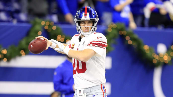 INDIANAPOLIS, INDIANA - DECEMBER 23:  Eli Manning #10 of the New York Giants throws a pass before the game against the Indianapolis Colts at Lucas Oil Stadium on December 23, 2018 in Indianapolis, Indiana. (Photo by Andy Lyons/Getty Images)