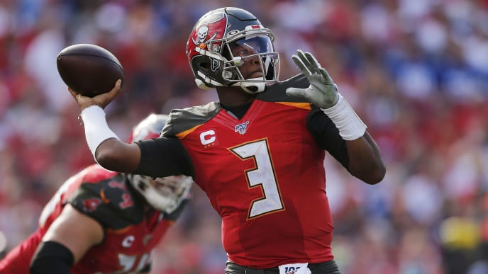 TAMPA, FLORIDA - SEPTEMBER 22:  Jameis Winston #3 of the Tampa Bay Buccaneers throws a pass against the New York Giants during the second quarter at Raymond James Stadium on September 22, 2019 in Tampa, Florida. (Photo by Michael Reaves/Getty Images)
