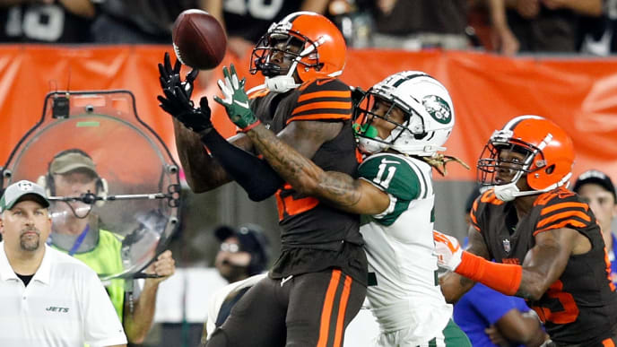 CLEVELAND, OH - SEPTEMBER 20:  Terrance Mitchell #39 of the Cleveland Browns intercepts a pass intended for Robby Anderson #11 of the New York Jets during the fourth quarter at FirstEnergy Stadium on September 20, 2018 in Cleveland, Ohio. (Photo by Joe Robbins/Getty Images)
