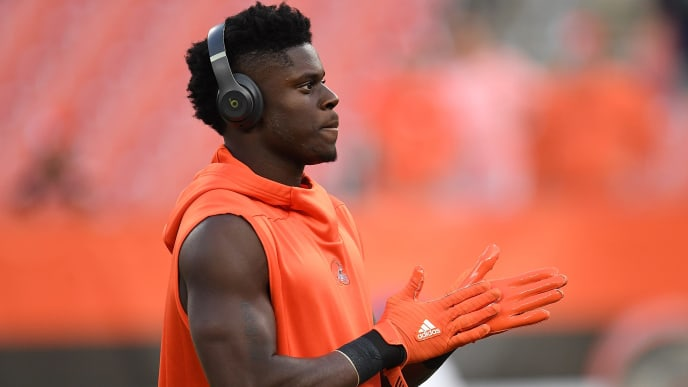 CLEVELAND, OH - SEPTEMBER 20:  David Njoku #85 of the Cleveland Browns warms up prior to the game against the New York Jets at FirstEnergy Stadium on September 20, 2018 in Cleveland, Ohio. (Photo by Jason Miller/Getty Images)