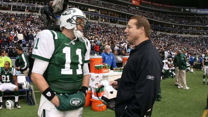 DALLAS - NOVEMBER 22:  Quarterback Kellen Clemens #11 of the New York Jets talks with Head Coach Eric Mangini in the Thanksgiving Game against the Dallas Cowboys between the New York Jets and the Dallas Cowboys at Texas Stadium, Irving, Texas on November 22, 2007.  Cowboys beat the Jets, 34-3.  (Photo by Al Pereira/Getty Images)