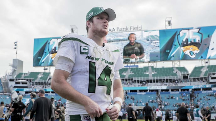 JACKSONVILLE, FLORIDA - OCTOBER 27: Sam Darnold #14 of the New York Jets exits the field after a game against the Jacksonville Jaguars at TIAA Bank Field on October 27, 2019 in Jacksonville, Florida. (Photo by James Gilbert/Getty Images)