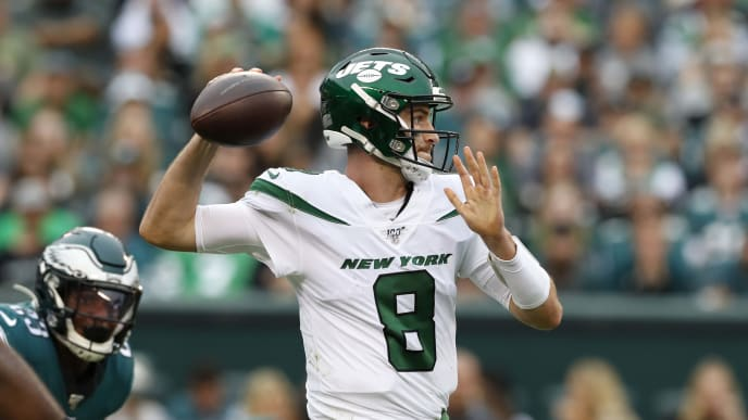 PHILADELPHIA, PENNSYLVANIA - OCTOBER 06: Quarterback Luke Falk #8 of the New York Jets throws the ball during the second half against the Philadelphia Eagles at Lincoln Financial Field on October 06, 2019 in Philadelphia, Pennsylvania. (Photo by Todd Olszewski/Getty Images)