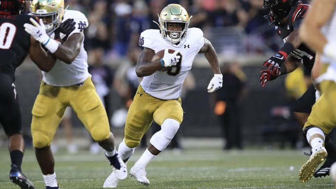 LOUISVILLE, KENTUCKY - SEPTEMBER 02:  Jafar Armstrong #8 of the Notre Dame Fighting Irish runs with the ball against the Louisville Cardinals on September 02, 2019 in Louisville, Kentucky. (Photo by Andy Lyons/Getty Images)