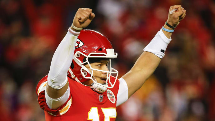 KANSAS CITY, MO - DECEMBER 30: Patrick Mahomes #15 of the Kansas City Chiefs celebrates the fourth quarter touchdown run of Chiefs wide receiver Tyreek Hill in the 35-3 win over the Oakland Raiders at Arrowhead Stadium on December 30, 2018 in Kansas City, Missouri. (Photo by David Eulitt/Getty Images)