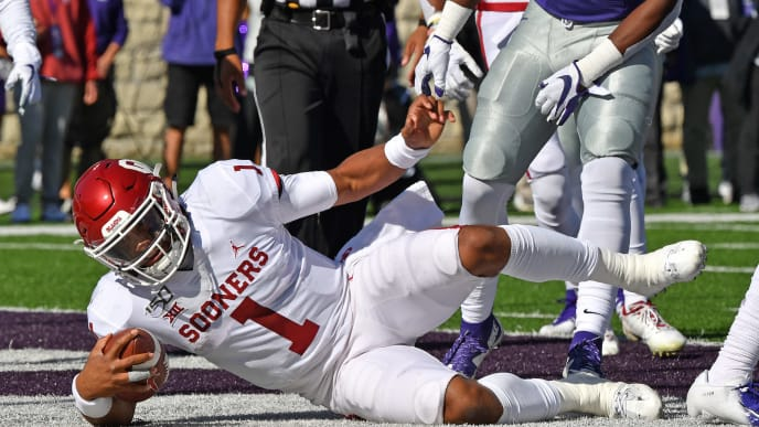 MANHATTAN, KS - OCTOBER 26:  Quarterback Jalen Hurts #1 of the Oklahoma Sooners scores a touchdown against the Kansas State Wildcats during the first half at Bill Snyder Family Football Stadium on October 26, 2019 in Manhattan, Kansas. (Photo by Peter G. Aiken/Getty Images)