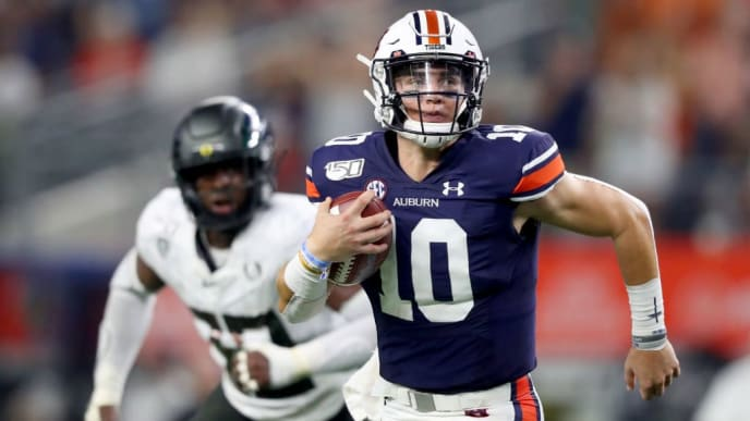 ARLINGTON, TEXAS - AUGUST 31: Bo Nix #10 of the Auburn Tigers carries the ball against the Oregon Ducks in the second quarter during the Advocare Classic at AT&T Stadium on August 31, 2019 in Arlington, Texas. (Photo by Tom Pennington/Getty Images)