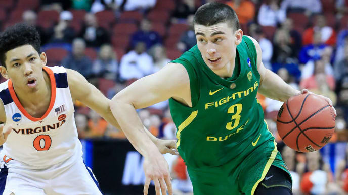 LOUISVILLE, KENTUCKY - MARCH 28:  Payton Pritchard #3 of the Oregon Ducks drives to the basket against the Virginia Cavaliers during the second half of the 2019 NCAA Men's Basketball Tournament South Regional at the KFC YUM! Center on March 28, 2019 in Louisville, Kentucky. (Photo by Andy Lyons/Getty Images)