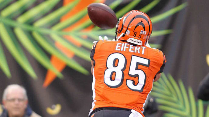 CINCINNATI, OH - DECEMBER 4:  Tyler Eifert #85 of the Cincinnati Bengals catches a pass for a touchdown during the second quarter of the game against the Philadelphia Eagles at Paul Brown Stadium on December 4, 2016 in Cincinnati, Ohio. (Photo by John Grieshop/Getty Images)