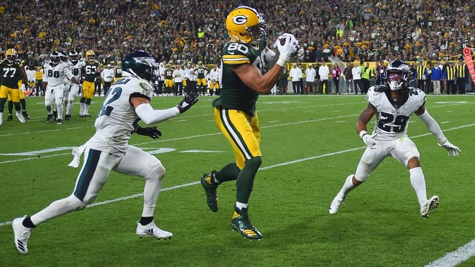 GREEN BAY, WISCONSIN - SEPTEMBER 26:  Jimmy Graham #80 of the Green Bay Packers catches a pass between Andrew Sendejo #42 and Avonte Maddox #29 of the Philadelphia Eagles to score a touchdown during the third quarter at Lambeau Field on September 26, 2019 in Green Bay, Wisconsin. (Photo by Stacy Revere/Getty Images)