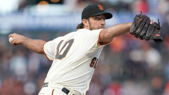 SAN FRANCISCO, CALIFORNIA - AUGUST 08: Madison Bumgarner #40 of the San Francisco Giants pitches against the Philadelphia Phillies in the top of the first inning at Oracle Park on August 08, 2019 in San Francisco, California. (Photo by Thearon W. Henderson/Getty Images)