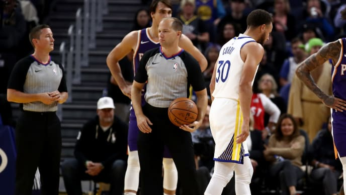 SAN FRANCISCO, CALIFORNIA - OCTOBER 30:  Stephen Curry #30 of the Golden State Warriors leaves the game after he was injured in the second half of their game against the Phoenix Suns at Chase Center on October 30, 2019 in San Francisco, California.  NOTE TO USER: User expressly acknowledges and agrees that, by downloading and or using this photograph, User is consenting to the terms and conditions of the Getty Images License Agreement. (Photo by Ezra Shaw/Getty Images)