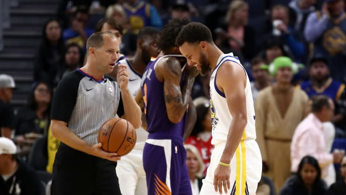 SAN FRANCISCO, CALIFORNIA - OCTOBER 30:  Stephen Curry #30 of the Golden State Warriors grimaces after he was injured in the second half of their game against the Phoenix Suns at Chase Center on October 30, 2019 in San Francisco, California.  NOTE TO USER: User expressly acknowledges and agrees that, by downloading and or using this photograph, User is consenting to the terms and conditions of the Getty Images License Agreement. (Photo by Ezra Shaw/Getty Images)