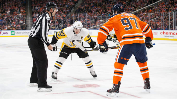 EDMONTON, AB - NOVEMBER 01: Connor McDavid #97 of the Edmonton Oilers faces off against Sidney Crosby #87 of the Pittsburgh Penguins at Rogers Place on November 1, 2017 in Edmonton, Canada. (Photo by Codie McLachlan/Getty Images)