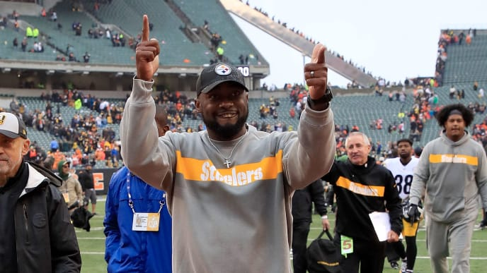 CINCINNATI, OH - OCTOBER 14:  Head coach Mike Tomlin of the Pittsburgh Steelers celebrates as he walks off of the field after defeating the Cincinnati Bengals 28-21 at Paul Brown Stadium on October 14, 2018 in Cincinnati, Ohio. (Photo by Andy Lyons/Getty Images)