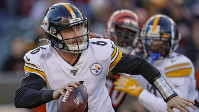 CINCINNATI, OH - NOVEMBER 24: Devlin Hodges #6 of the Pittsburgh Steelers scrambles with the ball during the second half against the Cincinnati Bengals at Paul Brown Stadium on November 24, 2019 in Cincinnati, Ohio. (Photo by Michael Hickey/Getty Images)