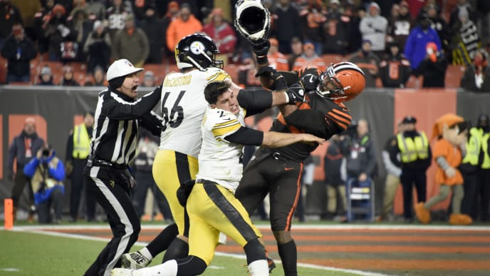 CLEVELAND, OHIO - NOVEMBER 14: Quarterback Mason Rudolph #2 of the Pittsburgh Steelers fights with defensive end Myles Garrett #95 of the Cleveland Browns during the second half at FirstEnergy Stadium on November 14, 2019 in Cleveland, Ohio. The Browns defeated the Steelers 21-7.  (Photo by Jason Miller/Getty Images)