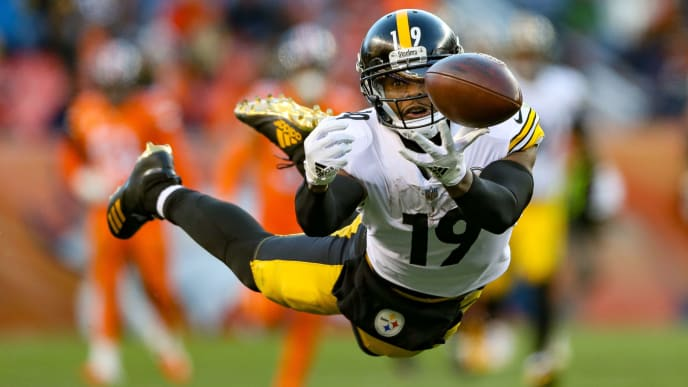 DENVER, CO - NOVEMBER 25:  Wide receiver JuJu Smith-Schuster #19 of the Pittsburgh Steelers dives for the ball but is unable to complete a reception against the Denver Broncos in the third quarter of a game at Broncos Stadium at Mile High on November 25, 2018 in Denver, Colorado. (Photo by Matthew Stockman/Getty Images)