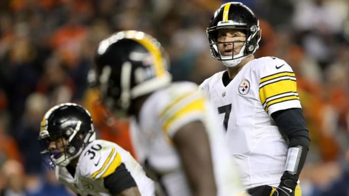 DENVER, CO - NOVEMBER 25:  Quarterback Ben Roethlisberger #7 of the Pittsburgh Steelers plays the Denver Broncos at Broncos Stadium at Mile High  on November 25, 2018 in Denver, Colorado.  (Photo by Matthew Stockman/Getty Images)