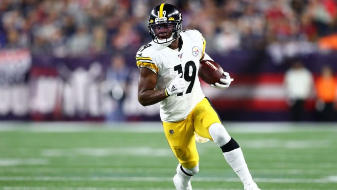 FOXBOROUGH, MASSACHUSETTS - SEPTEMBER 08: JuJu Smith-Schuster #19 of the Pittsburgh Steelers runs with the ball during the second half against the New England Patriots at Gillette Stadium on September 08, 2019 in Foxborough, Massachusetts. (Photo by Adam Glanzman/Getty Images)