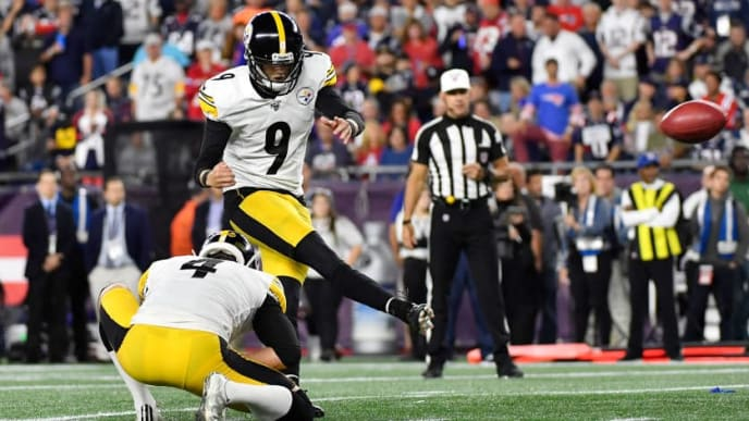 FOXBOROUGH, MASSACHUSETTS - SEPTEMBER 08: Chris Boswell #9 of the Pittsburgh Steelers kicks a 19-yard field goal during the third quarter against the New England Patriots at Gillette Stadium on September 08, 2019 in Foxborough, Massachusetts. (Photo by Kathryn Riley/Getty Images)