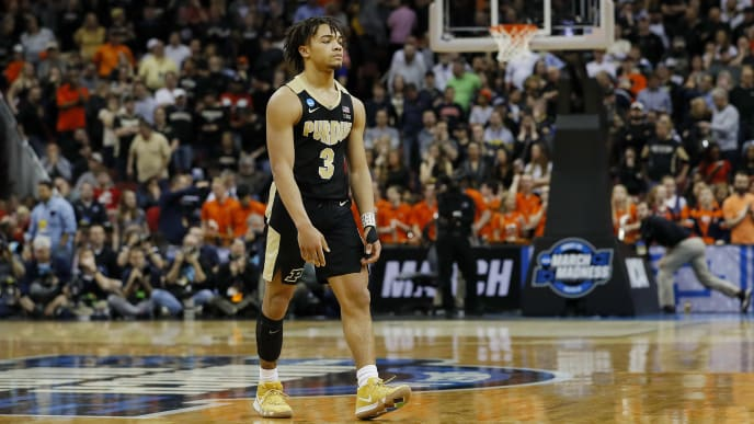 LOUISVILLE, KENTUCKY - MARCH 30:  Carsen Edwards #3 of the Purdue Boilermakers reacts after throwing a pass out of bounds in the closing seconds of overtime against the Virginia Cavaliers in the 2019 NCAA Men's Basketball Tournament South Regional at KFC YUM! Center on March 30, 2019 in Louisville, Kentucky. (Photo by Kevin C.  Cox/Getty Images)