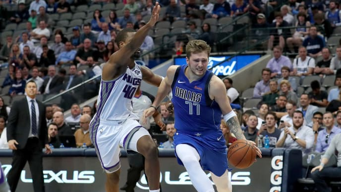 DALLAS, TEXAS - MARCH 26: Luka Doncic #77 of the Dallas Mavericks drives to the basket against Harrison Barnes #40 of the Sacramento Kings in the second half at American Airlines Center on March 26, 2019 in Dallas, Texas. NOTE TO USER: User expressly acknowledges and agrees that, by downloading and or using this photograph, User is consenting to the terms and conditions of the Getty Images License Agreement. (Photo by Tom Pennington/Getty Images)