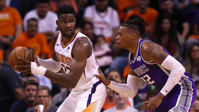 PHOENIX, ARIZONA - OCTOBER 23: Deandre Ayton #22 of the Phoenix Suns looks to pass under pressure from Richaun Holmes #22 of the Sacramento Kings during the first half of the NBA game at Talking Stick Resort Arena on October 23, 2019 in Phoenix, Arizona. NOTE TO USER: User expressly acknowledges and agrees that, by downloading and/or using this photograph, user is consenting to the terms and conditions of the Getty Images License Agreement (Photo by Christian Petersen/Getty Images)