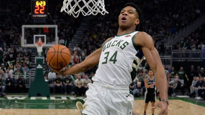 MILWAUKEE, WISCONSIN - NOVEMBER 24: Giannis Antetokounmpo #34 of the Milwaukee Bucks goes up to dunk against LaMarcus Aldridge #12 of the San Antonio Spurs at Fiserv Forum on November 24, 2018 in Milwaukee, Wisconsin.  NOTE TO USER: User expressly acknowledges and agrees that, by downloading and or using this photograph, User is consenting to the terms and conditions of the Getty Images License Agreement. (Photo by Quinn Harris/Getty Images)