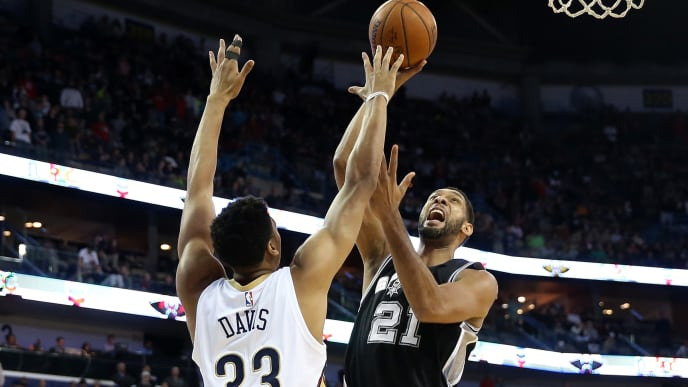 NEW ORLEANS, LA - DECEMBER 26:  Tim Duncan #21 of the San Antonio Spurs shoots the ball over Anthony Davis #23 of the New Orleans Pelicans at Smoothie King Center on December 26, 2014 in New Orleans, Louisiana.  NOTE TO USER: User expressly acknowledges and agrees that, by downloading and or using this photograph, User is consenting to the terms and conditions of the Getty Images License Agreement.  (Photo by Chris Graythen/Getty Images)