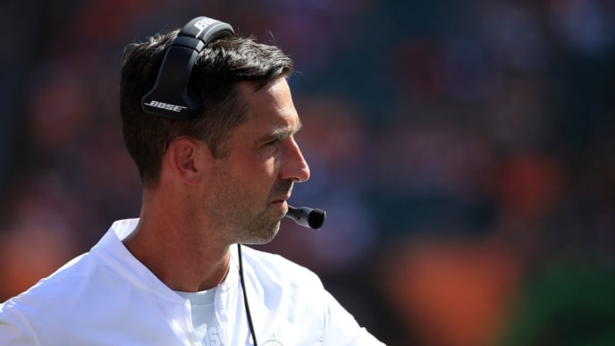 CINCINNATI, OHIO - SEPTEMBER 15:   Kyle Shanahan the head coach of the San Francisco 49ers watches the action against the Cincinnati Bengals at Paul Brown Stadium on September 15, 2019 in Cincinnati, Ohio. (Photo by Andy Lyons/Getty Images)