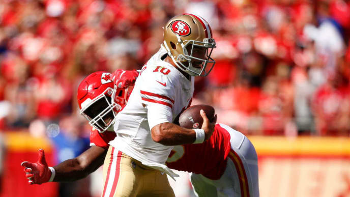 KANSAS CITY, MO - SEPTEMBER 23: Jimmy Garoppolo #10 of the San Francisco 49ers escapes a sack attempt of Justin Houston #50 of the Kansas City Chiefs during the fourth quarter of the game at Arrowhead Stadium on September 23rd, 2018 in Kansas City, Missouri. (Photo by David Eulitt/Getty Images)