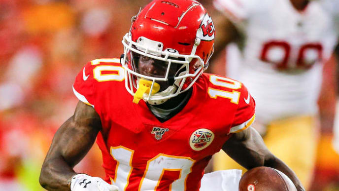 KANSAS CITY, MO - AUGUST 24: Tyreek Hill #10 of the Kansas City Chiefs runs after the catch during a preseason game against the San Francisco 49ers at Arrowhead Stadium on August 24, 2019 in Kansas City, Missouri. (Photo by David Eulitt/Getty Images)