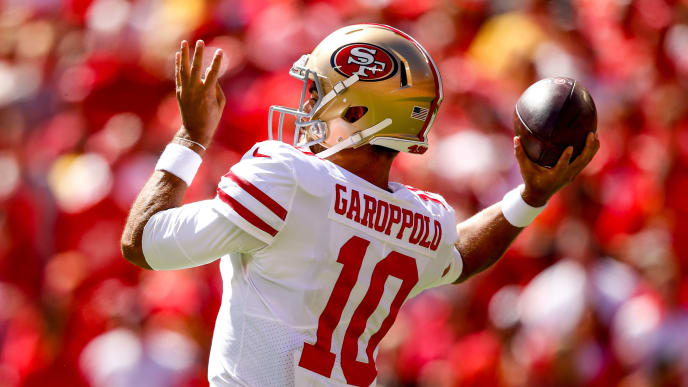 KANSAS CITY, MO - SEPTEMBER 23: Jimmy Garoppolo #10 of the San Francisco 49ers throws a pass during the game against the Kansas City Chiefs at Arrowhead Stadium on September 23rd, 2018 in Kansas City, Missouri. (Photo by David Eulitt/Getty Images)