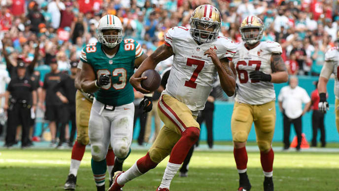 MIAMI GARDENS, FL - NOVEMBER 27: Colin Kaepernick #7 of the San Francisco 49ers rushes during the 4th quarter against the Miami Dolphins at Hard Rock Stadium on November 27, 2016 in Miami Gardens, Florida. (Photo by Eric Espada/Getty Images)
